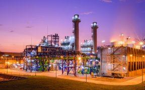 Beneficios a CFE y prioridad a energías fósiles: los cambios que representa la reforma eléctrica