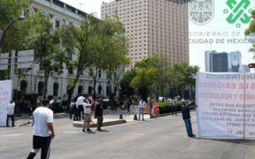Taxistas bloquearon Reforma para exigir apoyo económico al Gobierno federal