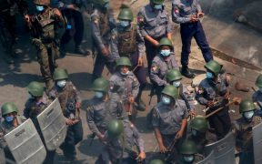Birmania suma 54 muertos, más de mil 700 detenidos y una creciente ola de protestas tras golpe de Estado