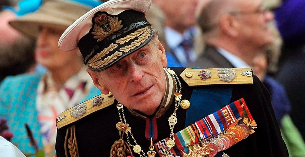 Operan del corazón al príncipe Felipe, informa Buckingham