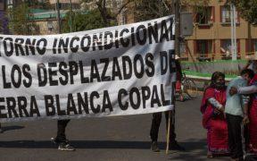 Triquis rompen cerco policiaco y llegan hasta entrada de Palacio Nacional; buscan reunión con AMLO