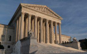 Corte Suprema aprueba mantener la ley que restringe el aborto en Texas