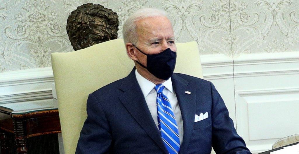 Biden se reúne con legisladores para impulsar aumento al gasto en infraestructura