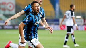 El chileno Alexis Sánchez festeja su doblete con el Inter. Foto: EFE