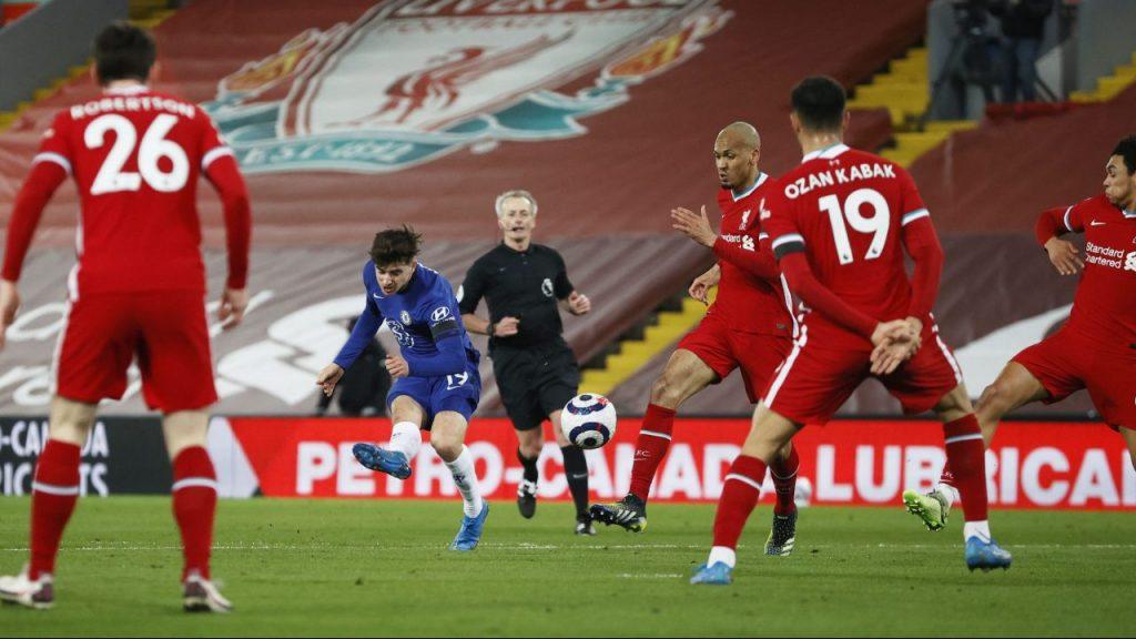 Así marcó Mount el gol del triunfo del Chelsea en Anfield. Foto: Reuters