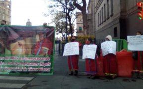 Indígenas Triquis inician huelga de hambre en el Zócalo; piden se detenga violencia en su región