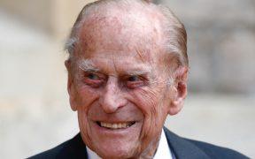 """El duque de Edimburgo trasladado de hospital luego de una """"exitosa operación cardiaca"""""""