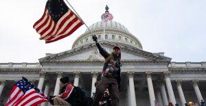 El FBI detiene a un funcionario de Trump por el asalto al Capitolio