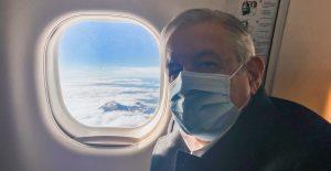 Para evitar insultos a AMLO, suspenden venta de alcohol en vuelo de Viva Aerobús