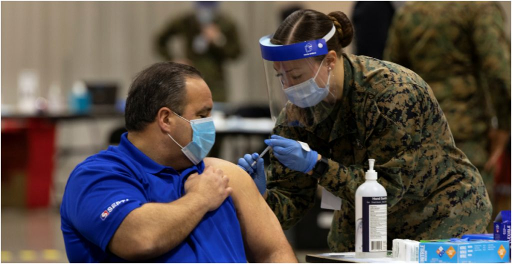Biden asegura que EU alcanzará mañana las 100 millones de dosis aplicadas de la vacuna contra la Covid-19