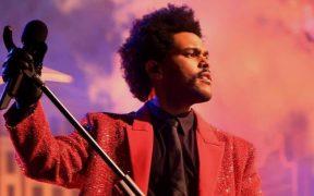 Blinding Lights de The Weeknd rompe récord y permanece 52 semanas consecutivas en la lista Billboard