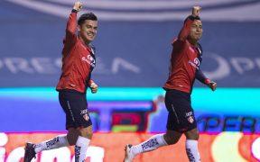 Los rojinegros celebran su triunfo sobre el Puebla. Foto: Mexsport