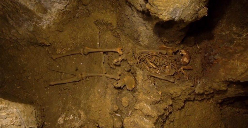 Encuentran esqueleto de más de 11 mil años conservado en buen estado