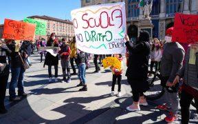 Protestan en Italia contra nuevo cierre de escuelas por Covid-19