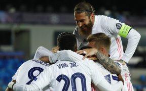 Los jugadores del Real Madrid celebran un gol frente al Atalanta. Foto: Reuters