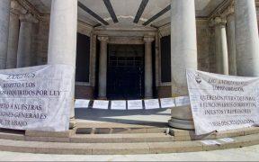 Trabajadores sindicales cierran Palacio de Bellas Artes, visitantes se quedan sin exposiciones