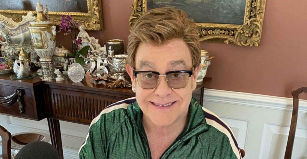 """Elton John llama """"hipócrita"""" al Vaticano por no dar la bendición a matrimonios igualitarios"""
