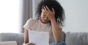 Latinos y afroamericanos, el objetivo de los prestamistas con tasas de hasta 586% anuales