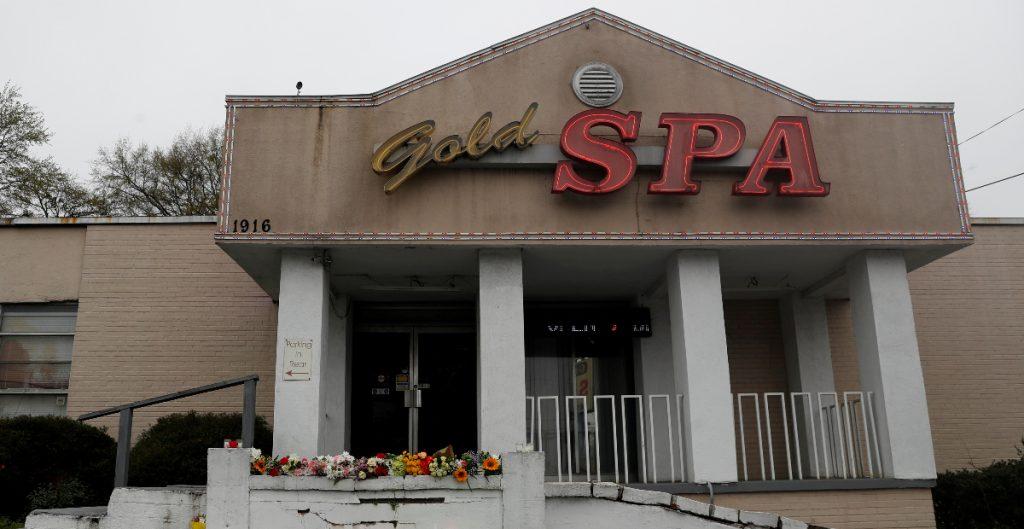 Dos familias latinas, víctimas de tiroteos en salones de masaje en Georgia