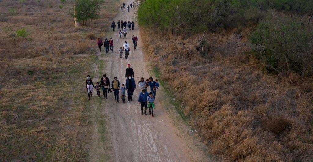 Arizona prepara albergues ante posible aumento de cruces de migrantes