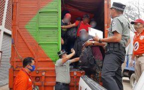 Hallan en Chiapas a más de 300 migrantes hacinados en una camioneta