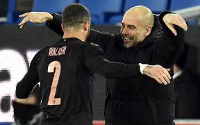 Guardiola celebra el pase a Semifinales de la FA Cup con Walker. Foto: EFE