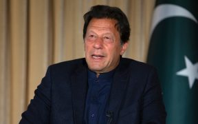 Primer ministro de Pakistán da positivo a Covid-19 dos días después de recibir su primera dosis de la vacuna