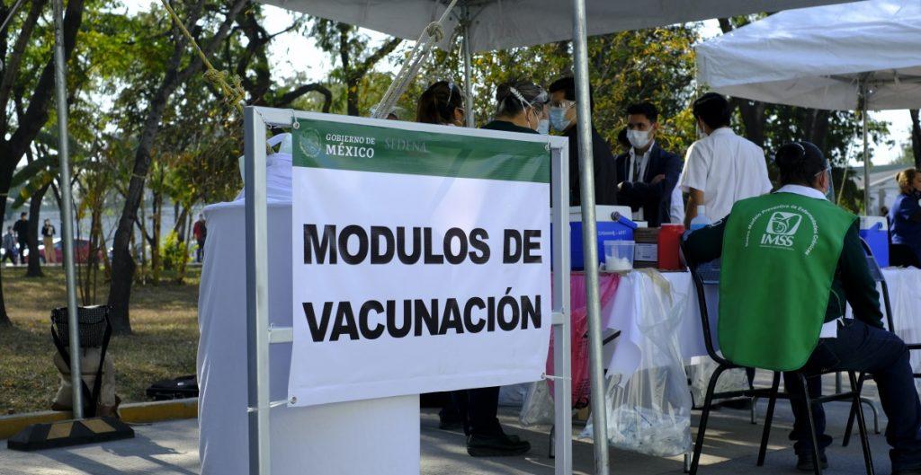 coyoacan-tlalpan-alcaldias-vacunara-covid-adultos-mayores-cdmx-shutterstock