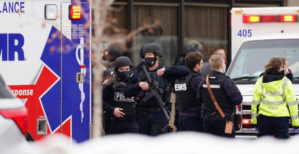 """Tiroteo en Boulder, Colorado, deja """"múltiples víctimas que perdieron la vida"""", entre ellas un oficial de policía"""
