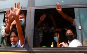 Liberan a cientos de detenidos por protestas en Birmania