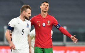 Cristiano Ronaldo lamenta una oportunidad fallada ante Azerbaiyán. Foto: Reuters