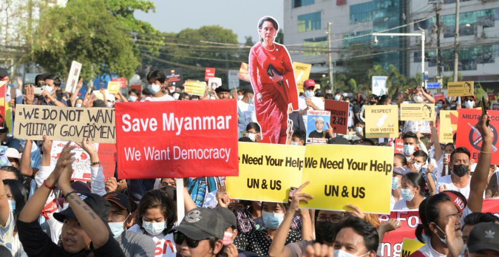 UE llama a respetar la voluntad del pueblo de Birmania; critica decisión de disolver el partido de Aung San Suu Kyi