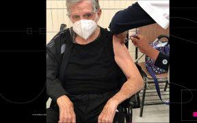 """""""Es bien importante vacunarse"""", dice Héctor Bonilla; recibió la primera dosis contra la Covid-19"""