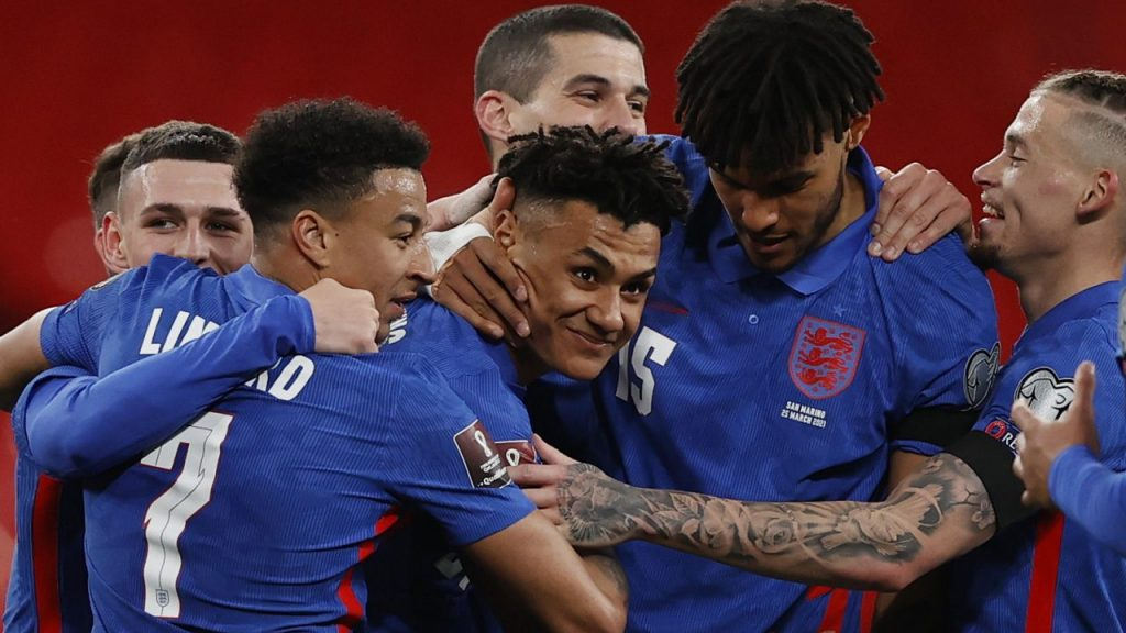 Los ingleses celebran uno de sus goles frente a San Marino. Foto: Reuters