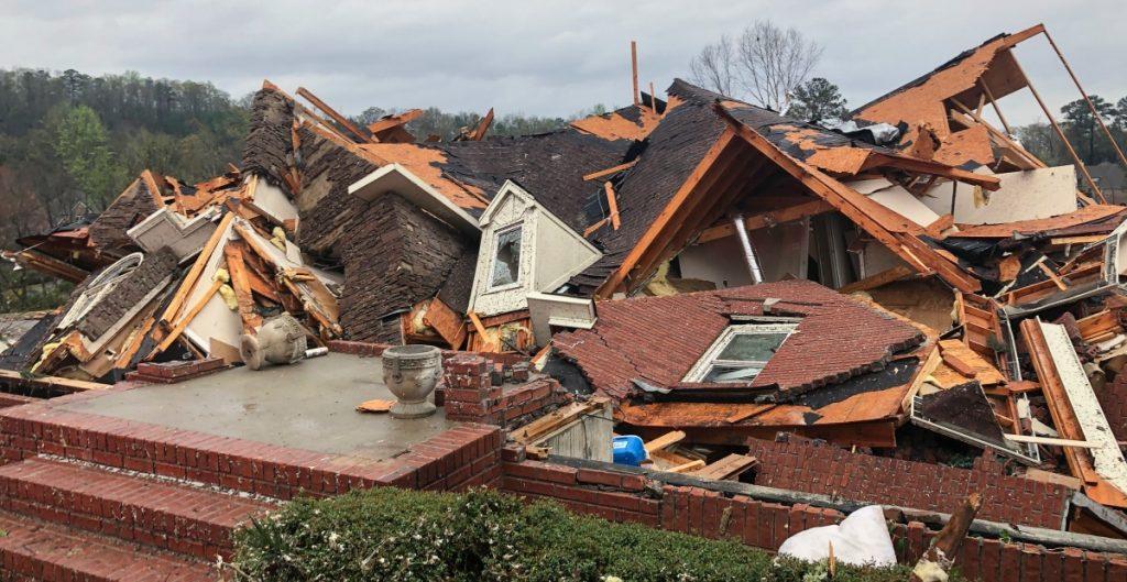 Tornados azotan al estado de Alabama; al menos 3 personas han muerto