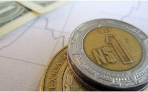 Peso opera plano a la espera de minutas de la Fed; la BMV pierde en la apertura