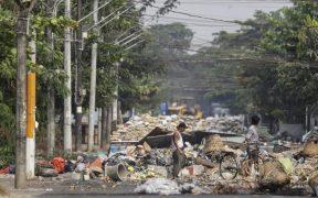 """Manifestantes de Birmania lanzan """"huelga de la basura""""; muertos por represión superan los 500"""