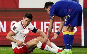 Lewandowski se lesionó la rodilla derecha con Polonia. Foto: Reuters