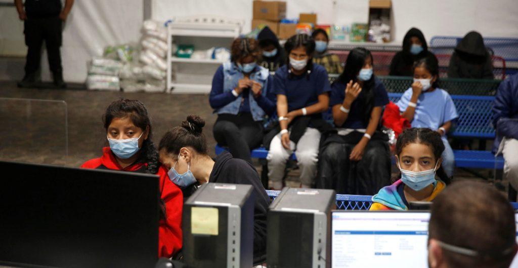 Niños migrantes bajo custodia de EU alcanzan nuevo récord: informe