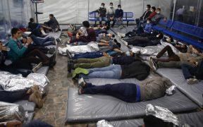 Más de 4 mil migrantes atestados en centro de detención de Texas