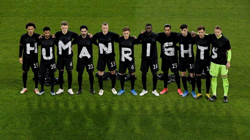 La selección de Alemania protestó por los derechos humanos en su partido más reciente. Foto: Reuters