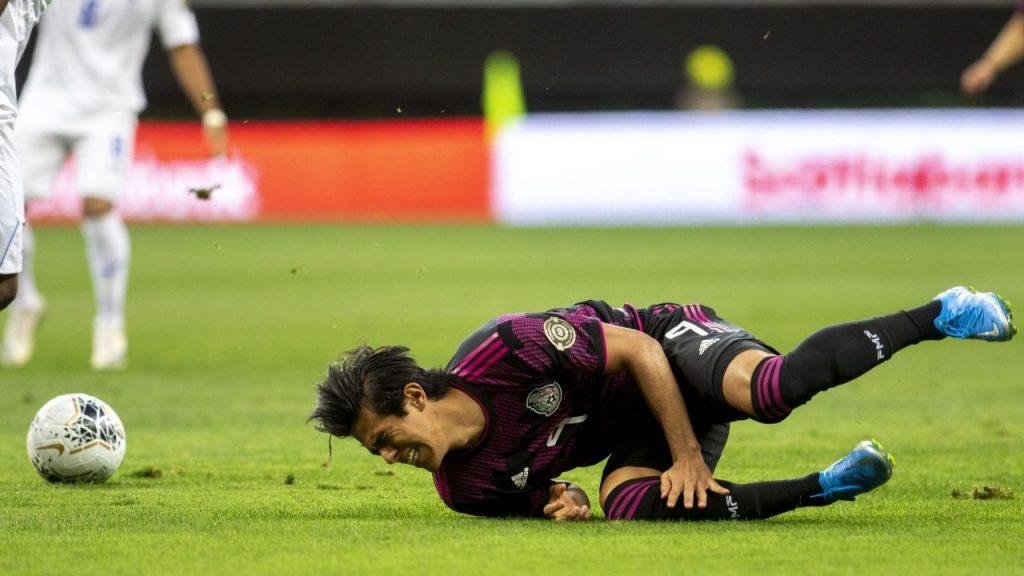 José Juan Macías, en el césped durante el duelo ante Honduras. Foto: Mexsport