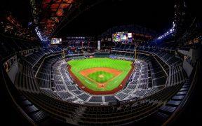 El estadio Globe Life Field de Arlington admitirá a 40 mil aficionados el lunes. Foto: Reuters