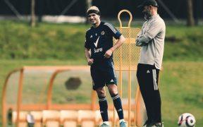 Raúl Jiménez junto a su técnico, Nuno Espírito Santo. Foto: @Wolves