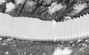 Padres de las niñas ecuatorianas lanzadas por muro fronterizo viven en EU