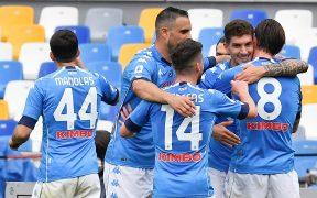 El Napoli celebra con Di Lorenzo el gol del triunfo sobre Crotone. Foto: EFE