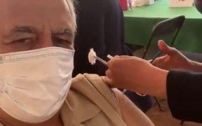 Miguel Torruco es el segundo secretario del gabinete de México en vacunarse contra la Covid-19
