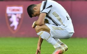 Pese a llevar 30 goles en la temproada, Cristiano Ronaldo salió decepcionado del derbi. Foto: Reuters