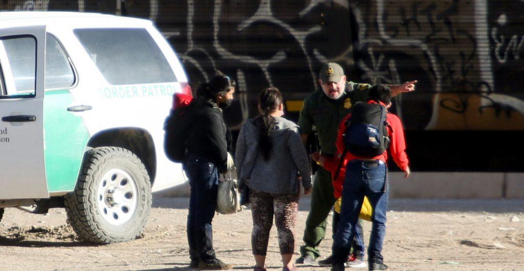 Más de 170 mil migrantes fueron detenidos en marzo en la frontera de EU, la mayor cifra en 15 años