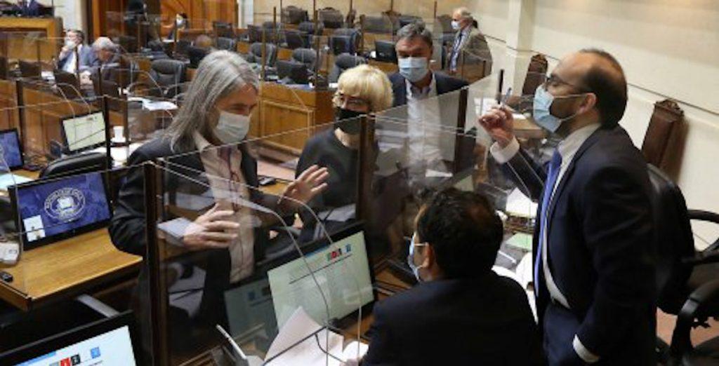 Aplazan elecciones en Chile por el aumento de casos de Covid-19